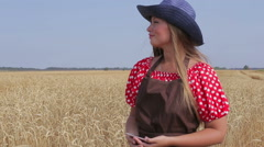 Woman agronomist harvesting, agricultural expert Stock Footage