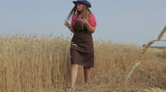 Woman agronomist harvesting, analyzes agriculture Stock Footage