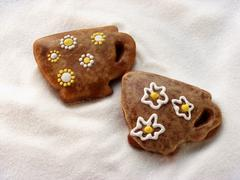 Gingerbread cups with flower decoration Stock Photos