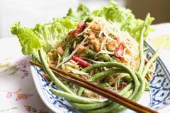 Papaya salad with snake beans and shrimps (Thailand) Stock Photos