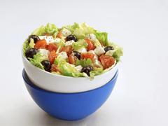 Greek salad in bowl Kuvituskuvat