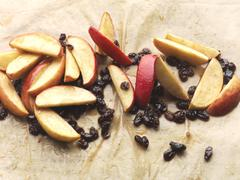 Apple and raisins with honey (strudel filling) Kuvituskuvat