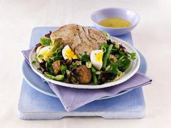 Salade niçoise with a tuna steak Stock Photos