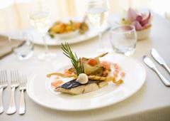 Orata con chips di melanzana (gilt-head bream with aubergine crisps) Stock Photos