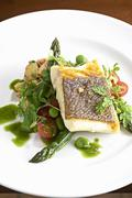 Halibut fillet with asparagus, tomatoes and peas Kuvituskuvat
