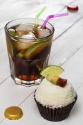 A Cuba Libre cupcake and the cocktail of the same name Stock Photos