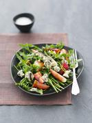 Rocket salad with strawberries, blue cheese and balsamic vinegar Stock Photos
