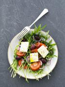 Rocket salad with tomatoes, feta and kalamata olives Kuvituskuvat
