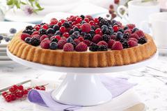 Tart with vanilla cream and fresh berries Stock Photos