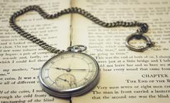Old pocket watch on the book Kuvituskuvat
