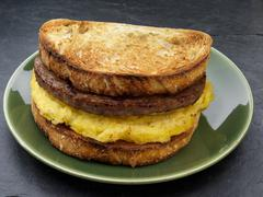 A toasted sandwich with sausage and egg for breakfast (USA) Stock Photos