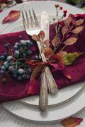 A place setting with antique cutlery decorated with autumnal leaves and berries Kuvituskuvat