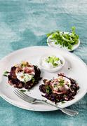 Red sweet potato fritter with roast beef and crème fraîche Stock Photos