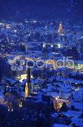 Garmisch-Partenkirchen in Bayern im Winter bei Nacht Stock Photos