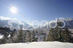 Garmisch-Partenkirchen Stadt Bayern Alpen Berge Stock Photos