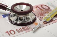Stethoskop Geld Euro Gesundheitswesen Stock Photos