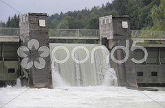 Wasserkraftwerk Stromerzeugung Isar bei Bad Tölz Stock Photos