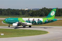 Aer Lingus Airbus A320 airplane special livery Green Spirit Rugby Team Stock Photos