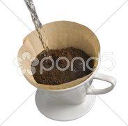Kaffee kochen von Hand im Pozellanfilter Stock Photos