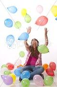 Teenager, Mädchen mit bunten Luftballons Stock Photos