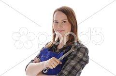 Junge Frau, Mädchen im Blaumann hält Maulschlüssel Stock Photos