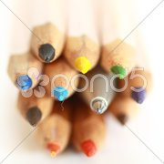 Kugelschreiber und Buntstifte Stock Photos
