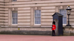BUCKINGHAM PALACE QUEENS GUARDSMAN LONDON ENGLAND Stock Footage