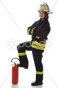 Junge Feuerwehrfrau in Uniform mit Feuerlöscher Stock Photos