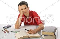 Schüler sitzt frustriert am Schreibtisch Stock Photos