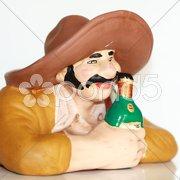 Flasche festhaltender Trinker Stock Photos