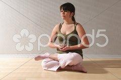 Teenager macht Sport, Yoga Stock Photos