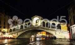 Rialtobrücke bei nacht Stock Photos