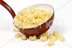 Suppenkelle und Nudeln Stock Photos