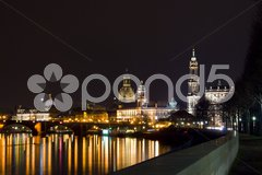 View of the skyline of Dresden at night with the river Elbe Stock Photos