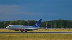 Boeing 737 SAS landing Stock Footage