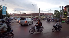 Typical, uncontrolled traffic through a busy intersection in Siem Reap Stock Footage