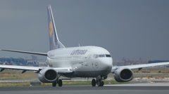 Boeing turn to executive start on runway 18 Stock Footage