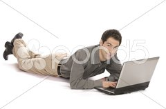 Geschäftsmann liegend mit Laptop Stock Photos