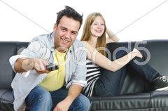 Teenagerpärchen auf dem Sofa Stock Photos