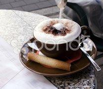 Im Cafe Tasse Kaffee mit Zucker Stock Photos