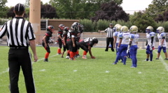Touchdown run by the quarterback to the right side at youth football game 3566 Arkistovideo