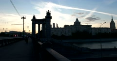 The arch of the bridge and the city skyline in the setting sun, Moscow sunset Stock Footage
