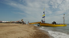 Tourist boat full of tourists on the beach at Great Yarmouth Stock Footage