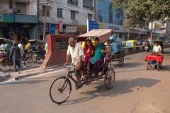 Cycle rickshaw carrying passengers in New Delhi, India Stock Photos