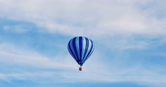 Hot air baloon flying Stock Footage