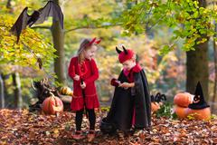 Kids on Halloween trick or treat Stock Photos