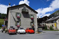 LIVIGNO, ITALY - AUGUST 1: Three vintage Fiat 500 cars stand on street on 1 A Stock Photos