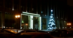 Christmas tree decorated with garlands, heavy snow on the evening streets Stock Footage