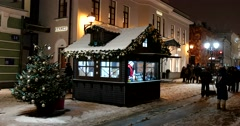 Christmas fair in the centre of Moscow, a quiet snowy night street Stock Footage