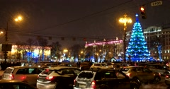 A severe Blizzard, the Christmas tree on Pushkinskaya square, roadway Stock Footage
